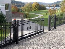 Ворота распашные кованые с калиткой